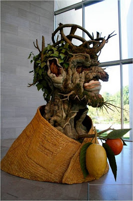 Escultura extraña y fuera de lo común