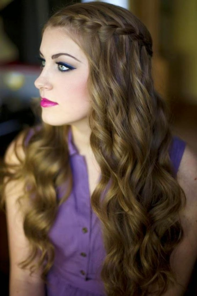 VERSATILITY OF MEDIUM LENGTH HAIRCUT: Long Curly Hairstyles