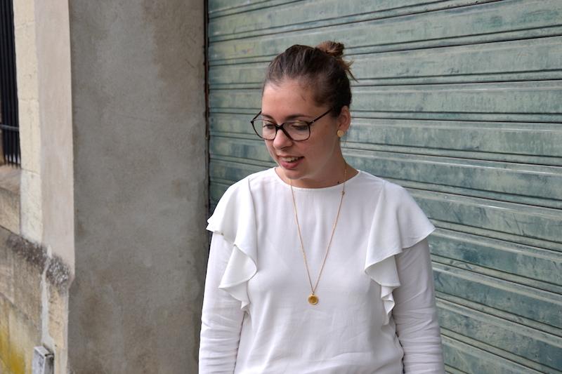 blouse a volants H&M, make-up Chanel et rouge à lévre Arcancil