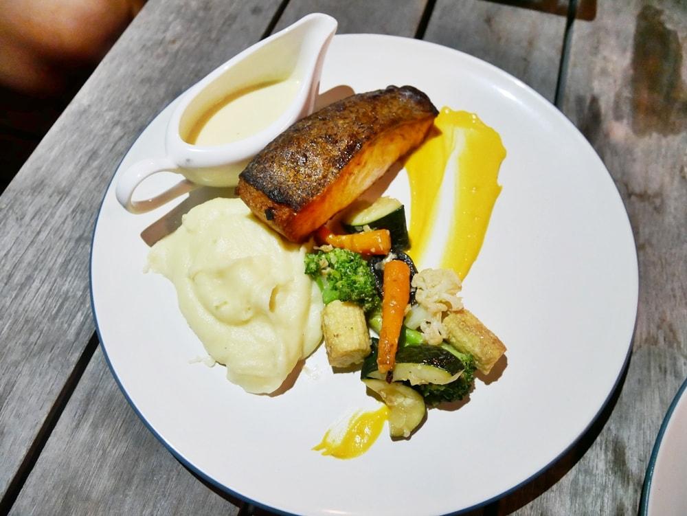 ENJOY THE NIGHT & DINNER AT THE SANDS RESTAURANT