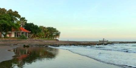 Pantai Pekutatan pantai pekutatan bali pantai medewi pekutatan jembrana
