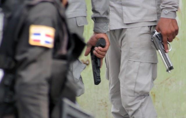 """Patrulla Policía se """"lambe"""" dos hombres buscados por matar general"""