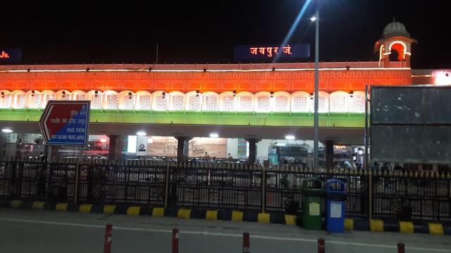 रेल यात्रा के दौरान यात्रियों ने मनाया इस अंदाज में स्वतंत्रता दिवस | Gyansagar ( ज्ञानसागर )