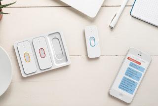 SpeakSee son tres tres microfonos y un telefono inteligente