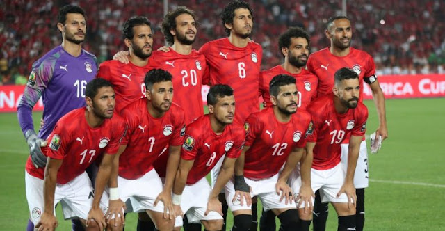 بالفيديو  ... فتاة تتهم اربع لاعبين من منتخب مصر بالتحرش بها