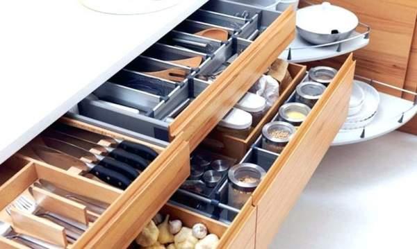 Tips memaksimalkan penyimpanan pada kitchen set