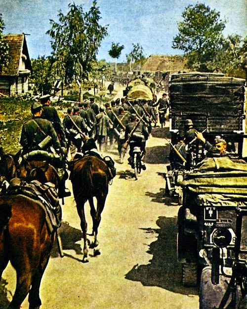 WWII Early War German Artillery And Vehicles Pictures 4
