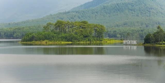 The lake is like a miniature Dalat in Quang Ninh