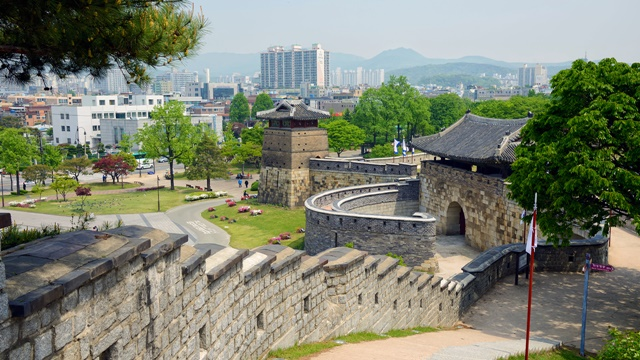 ป้อมฮวาซอง (Hwaseong Fortress: 수원 화성)