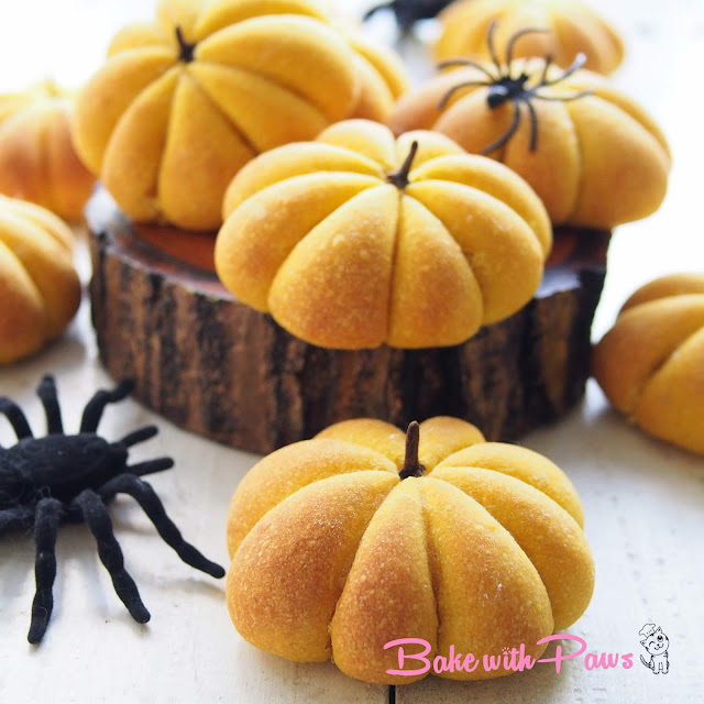 Halloween Pumpkin Buns (Sourdough)
