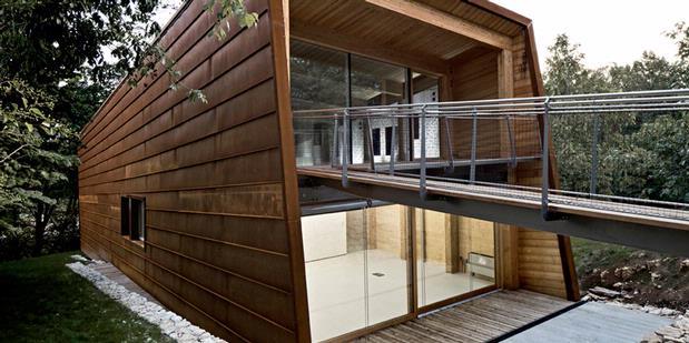 "Desain Rumah minimalis: Bangunan ""Mengambang"" Ramah Lingkungan"