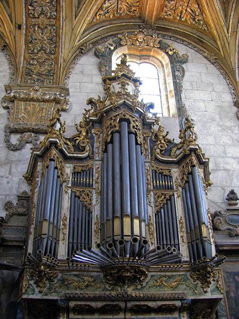 órgão ibérico da Igreja de São Francisco no Porto
