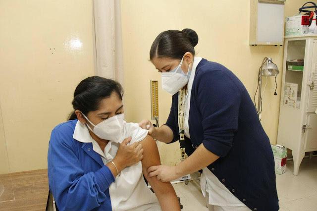 Aplicados al 100% 10,725 vacunas al personal de 16 hospitales COVID19