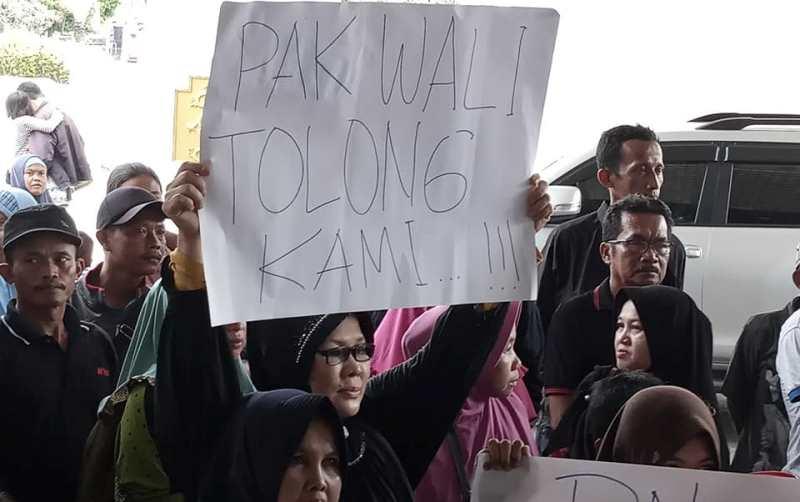Warga Kampung Tua Seranggong 'Korban Gusuran' Demo ke Kantor Walikota dan DPRD Batam
