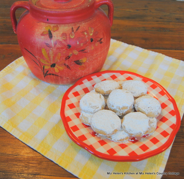 Vintage Pecan Sandies at Miz Helen's Country Cottage