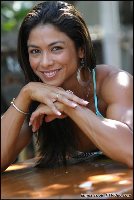 Bentot Strong Woman: Sexy Muscular Woman - Lyen Wong