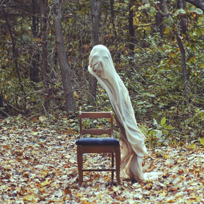Konsep Foto Surealis hantu di hutan