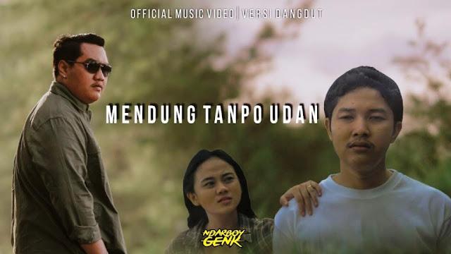 Lirik lagu Ndarboy Genk Mendung Tanpo Udan dan Terjemahan