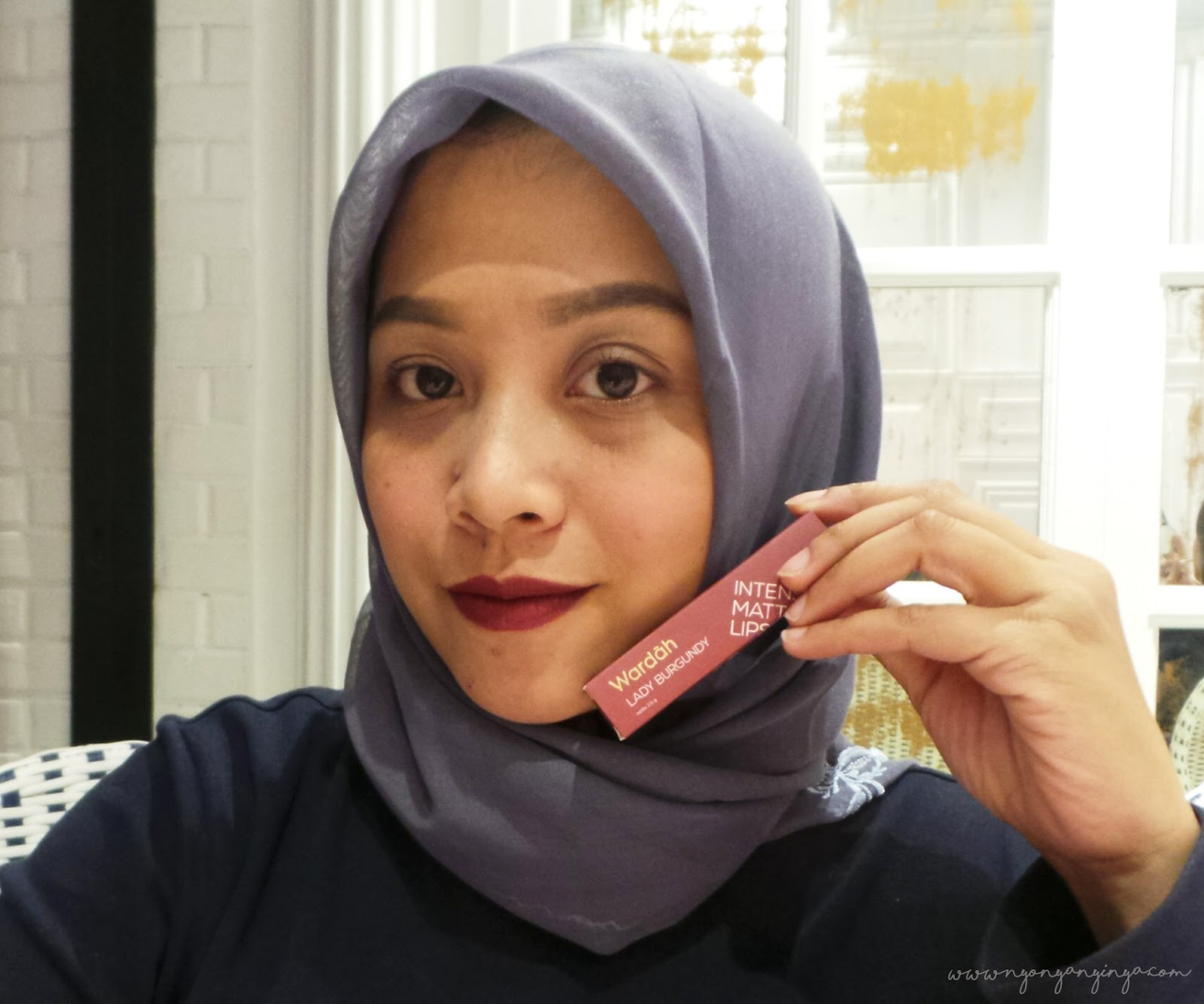 wardah intense matte 12 lady burgundy