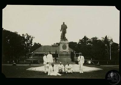 Para Kompeni Berpose di Wisma Karya 1930-an