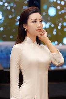 Mỗi lần mặc áo dài là một lần Đỗ Mỹ Linh làm xao xuyến mọi ánh nhìn