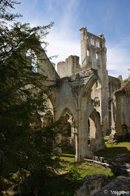 Vista dei ruderi de l'Abbaye de Jumieges