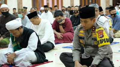 Terapkan Protokol Kesehatan, Polda Banten Gelar Sholat Idul Adha