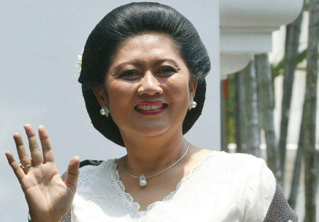 Ibu Ani Yudhoyono istri SBY meninggal dunia