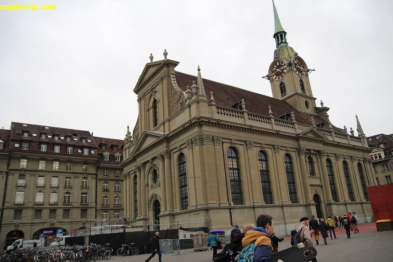 Gedung Tua di depan Stasiun City Bahnhof