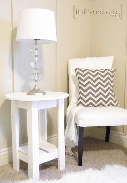 http://www.thriftyandchic.com/2012/11/how-to-build-side-table.html