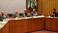 Autoridades municipais e representantes da FESO na solenidade de assinatura do convênio de cooperação