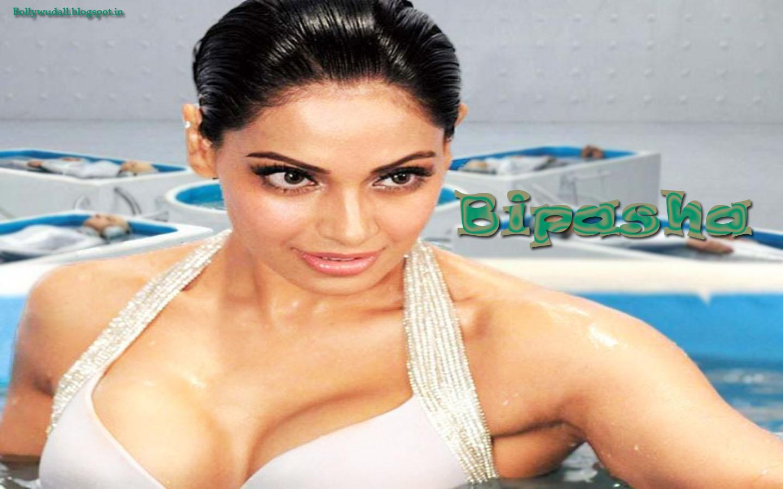 Bipasha Basu Hot Wallpaper From The Movie
