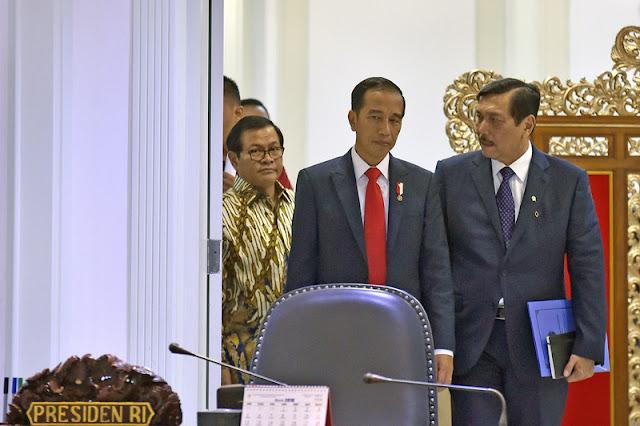 Watchdoc: Jokowi dan Luhut Tak Hanya Sebatas Presiden dengan Menteri