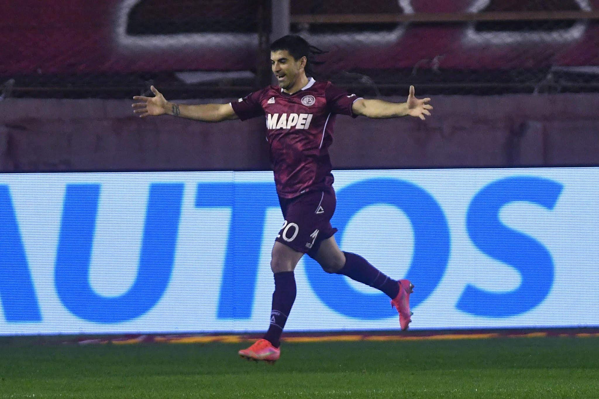 Lanús fue efectivo contra Godoy Cruz para una nueva victoria que lo mantiene escolta