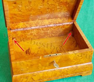 Ножки для ящичка приклеены по бокам