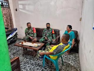 Dua Anggota TNI Datangi Rumah Warga, Sosialisasi Penerapan Protokol Kesehatan Covid-19