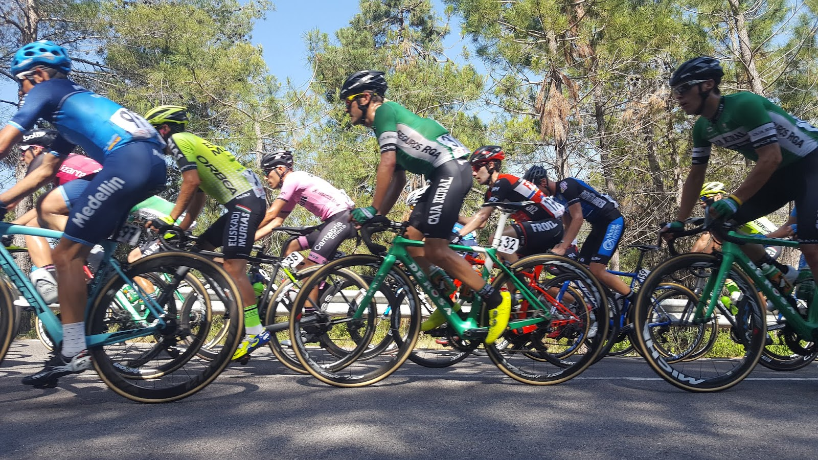 Peloton in the Mens Professional Road Race, 2018 Spanish Championships, Castellón, Spain