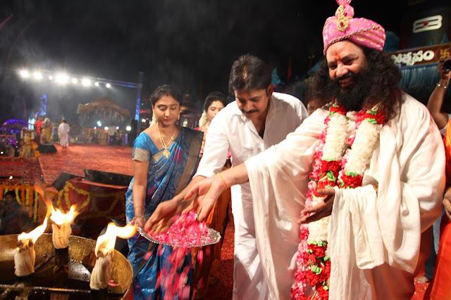Pawan Kalyan at koti deepothsavam 2016