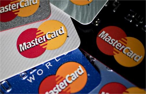 Banfanb emite sus tarjetas para sortear veto de Mastercard