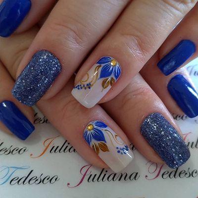 unhas decoradas com glitter azul
