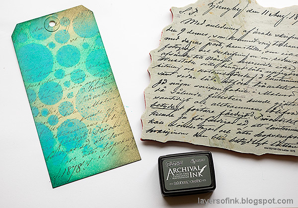 Layers of ink - Salvaged Patina Tag Tutorial by Anna-Karin Evaldsson. Stamp with Simon Says Stamp Old Letter Background.