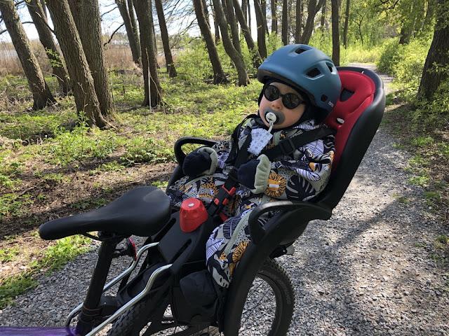 On ollut todella ihanaa päästä taas pyöräilemään kun Noelin voi jo istua kyydissä. Hän tykkään istuimestaan ja kyydissä olosta kovasti