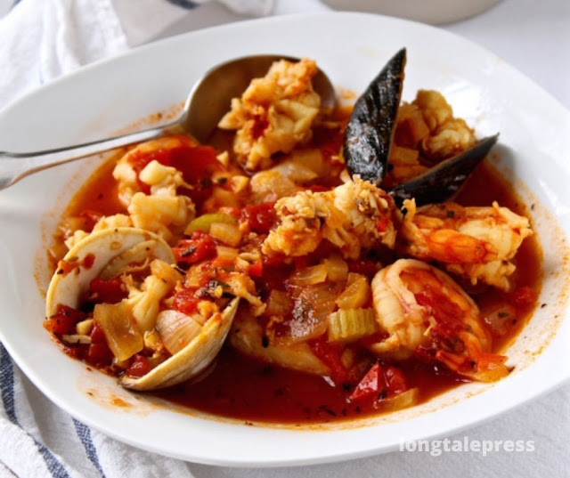 Homemade Classic Cioppino Recipe