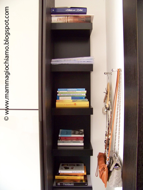 Mamma giochiamo casa organizzata una libreria ad angolo for Libreria ad angolo ikea