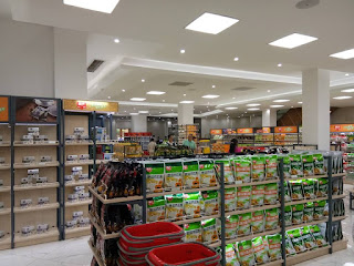 Toko souvenir menjual berbagai macam produk kelapa di museum kelapa Hainan