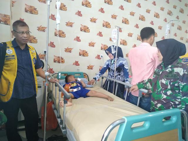 Hari Kanker Sedunia dr.Zam Hibur dan Kunjungi Pasien