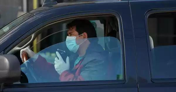 Στο αυτοκίνητο με τον σύντροφο σας χωρίς μάσκα; - Πρόστιμο!