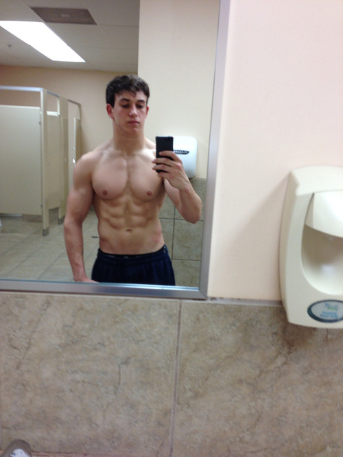 young-strong-cute-boys-shirtless-fit-muscular-body-abs-selfie