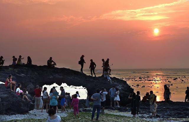 Cổng Tò Vò là một tuyệt tác của tự nhiên dành cho đảo Lý Sơn.