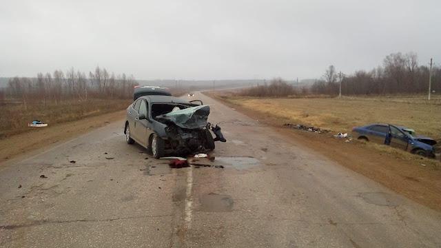 В Башкирии столкнулись две иномарки: погибли оба водителя